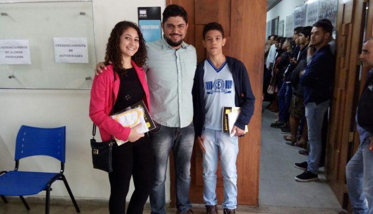Estudantes da Rede Municipal de Ensino recebem premiação na 12ª Olimpíada Brasileira de Matemática das Escolas Públicas