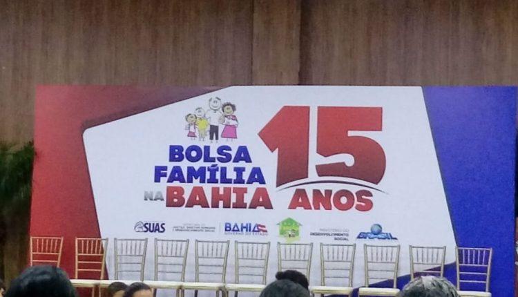 Secretária Municipal de Assistência Social participa de encontro em comemoração dos 15 anos do Bolsa Família na Bahia.