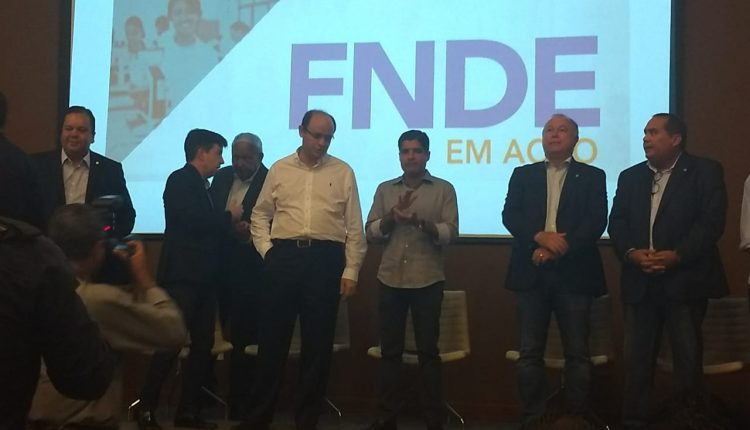 Representantes da Educação de Ibiassucê participam do FNDE EM AÇÃO  em Salvador