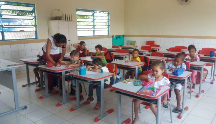 Voltas às aulas: Prefeitura adquiriu 720 carteiras e cadeiras escolares