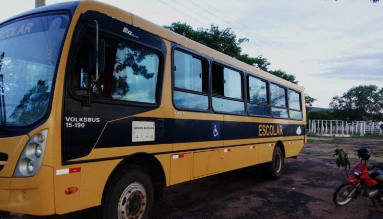 Governo de Reconstrução realiza reforma de ônibus escolar do município