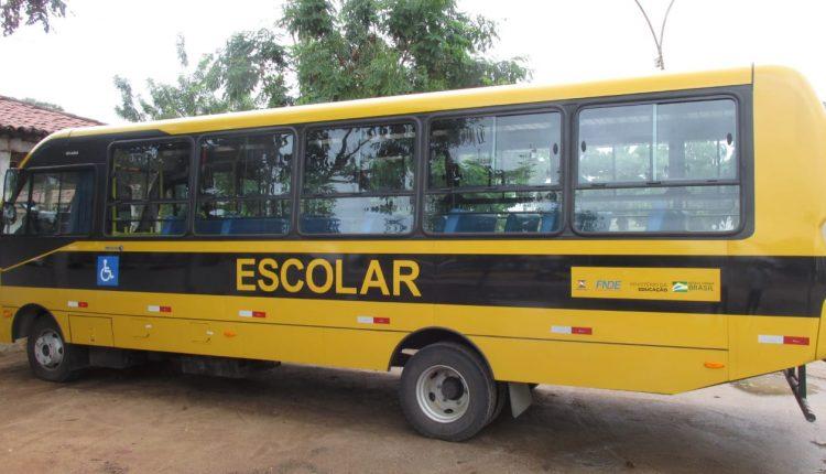 Prefeitura de Ibiassucê adquiriu  Ônibus Zero quilometro para transporte escolar.